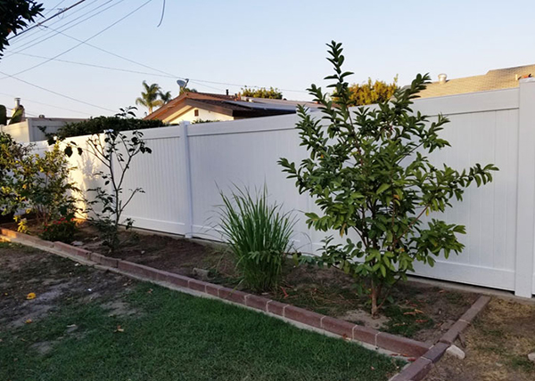 Vinyl Privacy Fence in Lakewood, CA