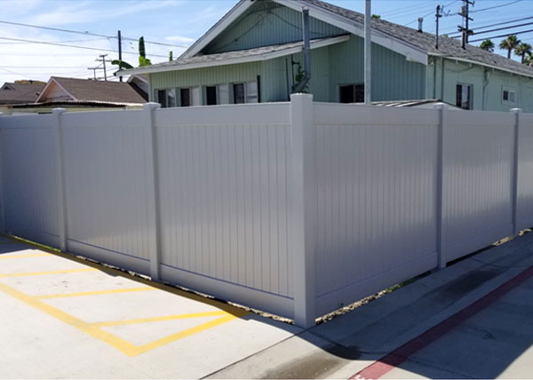Vinyl Privacy Fence in Los Angeles, CA