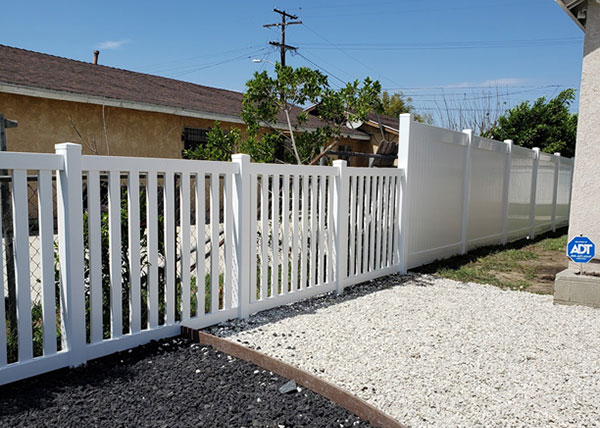 Vinyl Transitional Privacy Fence in Los Angeles