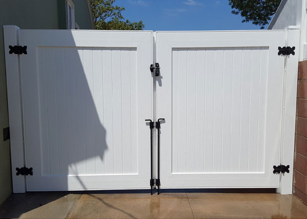 Vinyl Double Swing Gate in Westchester