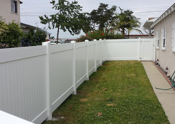 Wonderful This 5 Ft Tall White Privacy Vinyl Fence Runs Along Side Of A Home In  Torrance, CA.
