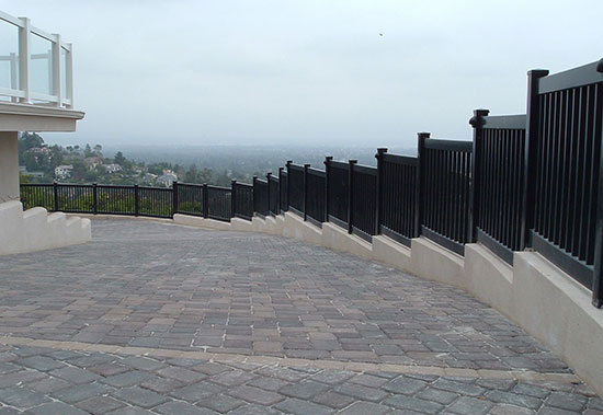 Los Angeles Black Vinyl Fence Experts