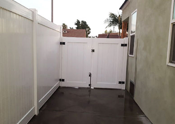 White Vinyl Privacy Fence in Los Angeles, CA