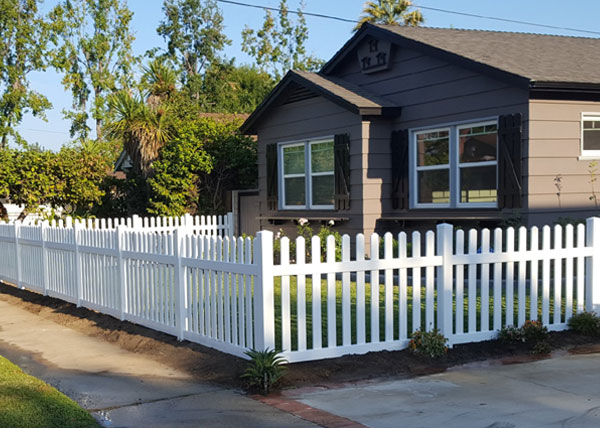 Vinyl Picket Fence Installation in Manhattan Beach, CA