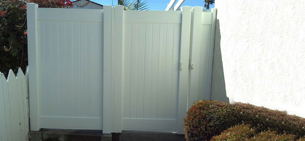 Beverly Hills Vinyl Fence Gate
